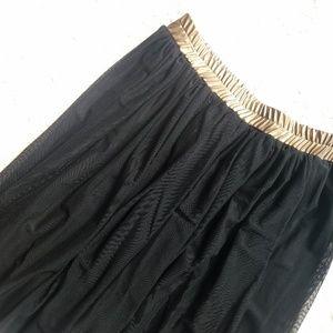 NWT FRIDAY size L black/ gold  skirt